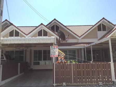 ทาวน์เฮ้าส์ชั้นเดียว พื้นที่ 29.3 ตร.ว หมู่บ้านอยู่สบาย ชลบุรี