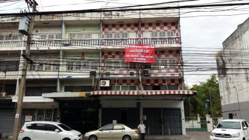 ขายอาคารพาณิชย์ 3 คูหา 3ชั้นครึ่ง โชคชัย4 พื้นที่ 54 ตร.ว